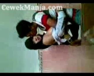 Download vidio bokep Cewek SMA berjilbab cantik ngentot di WC Sekolah mp4 3gp gratis gak ribet