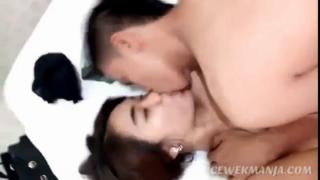 Download vidio bokep Angelina cantik 16th rekam adegan mesum dengan pacar mp4 3gp gratis gak ribet